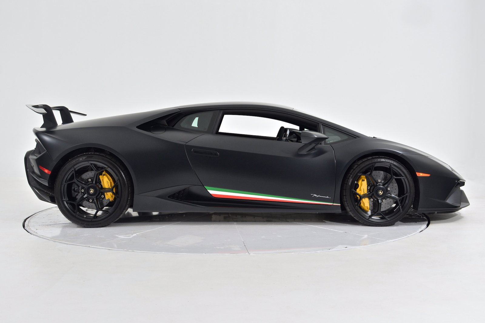 Pre-Owned 2019 Lamborghini Huracan Performante